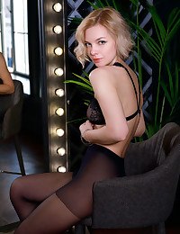 Hilary Wind nude in erotic..