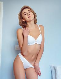 Lea Rose nude in erotic..