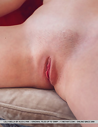 Lilly Bella nude in erotic..