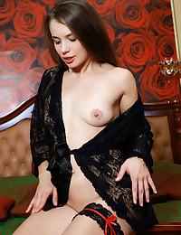 Julia Steel bare in..